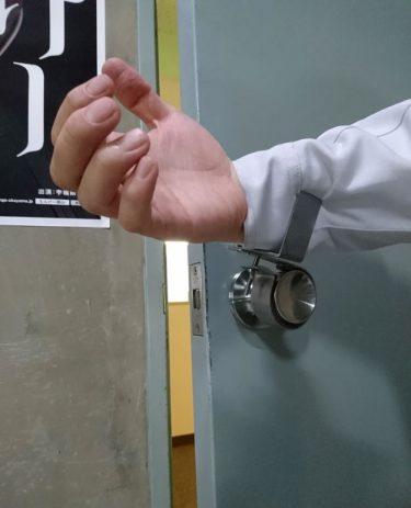【日進ゴム株式会社】簡単取り付け「ノブフック#1」で、ドアノブからの感染リスク低減に!
