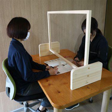【すえ木工】4通りの使い方ができる!「美作ヒノキ」を使ったパーテーションを開発!