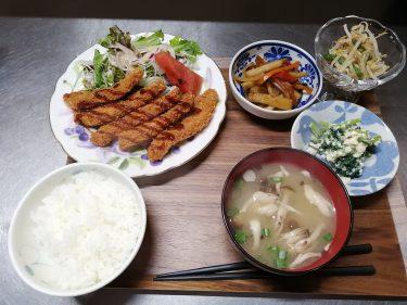 【ファミリートコ】国道53号線沿いの、モーニングセットや軽食、手作りパンなどが楽しめる津山市のカフェ