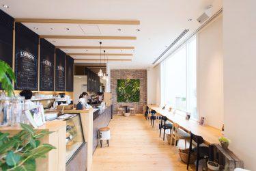 【カフェ まなびの森】 図書館内のカフェ「本とコーヒーで、ほっとひと息」