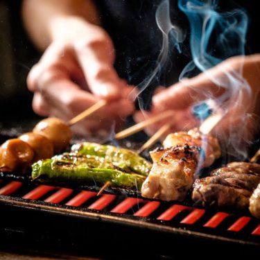 【とり鉄 岡山錦町店】岡山駅から徒歩圏内!20周年を迎えた、オリジナル鶏と創作料理が楽しめる居酒屋。